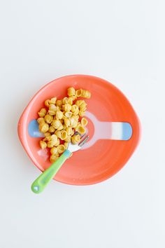 Love these safety feeding products by They make meal time fun + safe with an innovative strip that turns white to indicate when food is too hot for little ones to eat.