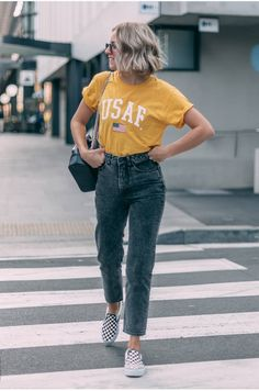 Best Women Jeans Boys White Jeans Jins Pant Jogging Jeans - Lilly is Love Mens Elastic Waist Jeans, Boys White Jeans, Boys Jeans, Ladies Jeans, Striped Jeans, Informal Attire, Mode Cool, Trendy Outfits, Fashion Outfits