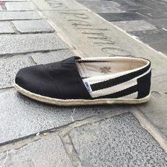@toms  la alpargata más vendida del mundo con un 30% de #rebajas C/ Cano 5 #LasPalmas de #GranCanaria  http://ift.tt/1lUh2Zo  #bexclusive #befunwear  // #clothing #boy #man #urbanwear #shorts  #accesories #sunglasses  #tshirt #sweatshirt #outfit #blogger #trend #shop  #sneakers #trend #trendy #urbanstyle #streetstyle  #streetwear #look  #style #men #RegalizFunwear #lpgc