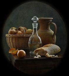photo: натюрморт с луком и хлебом | photographer: inna korobova | WWW.PHOTODOM.COM