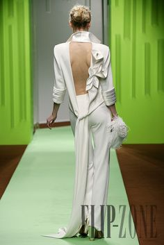 Georges Chakra, Style Haute Couture, Couture Fashion, Runway Fashion, Womens Fashion, Beauty And Fashion, White Fashion, Fashion Week, Fashion Show