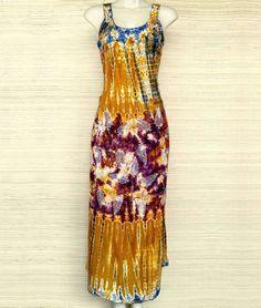 Vestidos longos na melhor combinação tiedye com bordado. Vestem G e GG.  Este modelo em promoção especial: de R$ 8990 por R$ 7490.  Mais informações pelo whatsapp: 13982166299