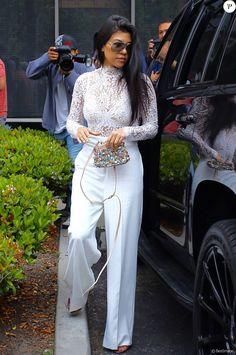 Kourtney Kardashian arrive à l'église de Agoura Hills pour la messe de Pâques à Hagoura Hills le 27 Mars 2016.