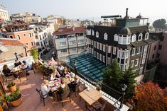 Here are the best hostels in Istanbul. Hostel is an accommodation which provides cheap hospitality, food, the sociable atmosphere in dormitory-like rooms. Modern Store, Blue Mosque, Hagia Sophia, Grand Bazaar, Dormitory, Private Room, Cozy Room, Cozy Place, Beach Walk