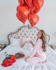 Happy Valentine's Day! Best fiancé award goes to because he cooked me dinner tonight AND cleaned the kitchen 😁 Plus he gave me… Birthday Girl Pictures, Birthday Photos, Birthday Goals, Girl Birthday, 30th Birthday, Ideas Para Photoshoot, Girl Photo Shoots, Birthday Photography, Diy Gifts For Boyfriend