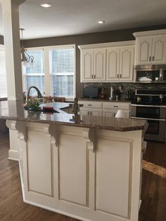 Kitchen Paint, New Kitchen, Kitchen Ideas, Kitchen Designs, Awesome Kitchen, Kitchen Inspiration, 10x10 Kitchen, Chalk Paint Kitchen Cabinets, Cream Colored Kitchen Cabinets