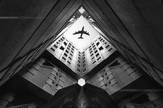 Airplane In The City | The Top 29 Perfectly Timed Photos Will Leave You Awestruck