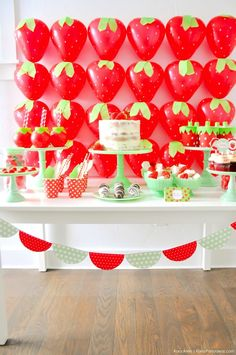 Balloon strawberries! Berry Sweet Strawberry Valentine's Day Party with FREE printables! By Kara's Party Ideas for Canon.