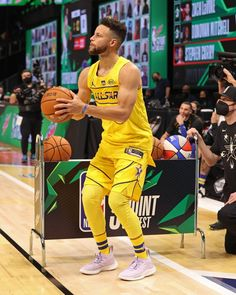 """Nice Kicks Hoops on Instagram: """"Stephen Curry wore the #InternationalWomensDayFlow Curry 8s during his #NBAAllStar3 Point Contest victory! 👌💦"""" Nba Wallpapers Stephen Curry, Stephen Curry Wallpaper, Stephen Curry Basketball, Stephen Curry Pictures, Nba Pictures, Camry Se, Rugby Club, Human Torch, Tomboy Outfits"""