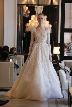Monique Lhuillier Bridal Spring 2016 Blogueira Pé no Altar   Wedding Inspirations, Home Décor & Party Ideas www.blogueirapenoaltar.com