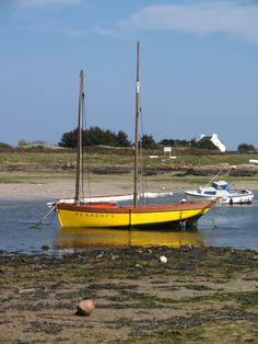 Canot-misaine bigouden regréé avec misaine  et taillevent, Lesconil. Finistère, Brittany