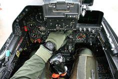 #TiempoPeyrelongue El BR 01 nace de esta idea sencilla e iconoclasta: convertir un reloj de a bordo de avión en un reloj de pulsera. Para optimizar la legibilidad y la funcionalidad, sus cifras, sus agujas y su caja cuadrada recuperan los principios de la instrumentación aeronáutica. Cada detalle tiene su porqué, su función. @BellRossWatches #BellRoss #relojes #watches