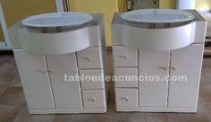 Foto de Muebles + lavabos y espejo de cuarto de baño