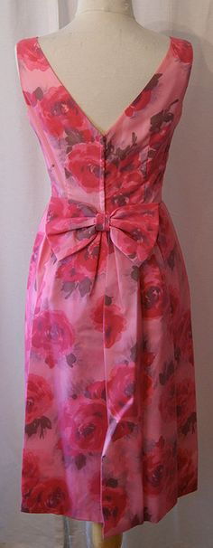 pretty floral vintage dress (from the back)