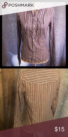 Hollister button down shirt Great condition no flaws linen cotton pleated fitted button down Hollister Tops Button Down Shirts