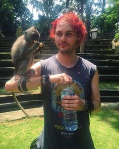 LOOK HOW CUTE MICHAEL IS AW