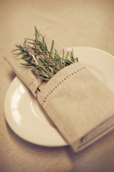 herbs tucked away at each place setting  Photography by http://studioimpressions.com.au