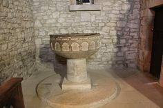 Posible pila bautismal (más elaborada)
