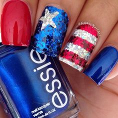 High-gloss red and blue nail polish is paired with chunky glitter arranged in patriotic patterns. Obsessed. (Via gabbysnailart)