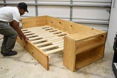 Sofa Bed Wood, Pallet Couch, Diy Couch, Pallet Benches, Pallet Tables, Pallet Bar, Outdoor Pallet, 1001 Pallets, Recycled Pallets
