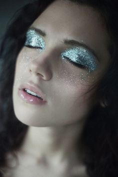 Gorgeous Motives Eye Glitter. #makeup #Motives #Glitter
