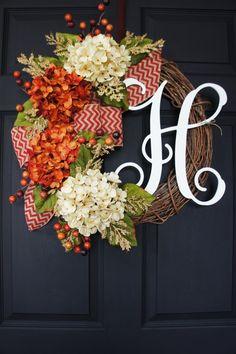 Herbst Monogramm Grapevine Kranz mit Sackleinen. von WreathDreams