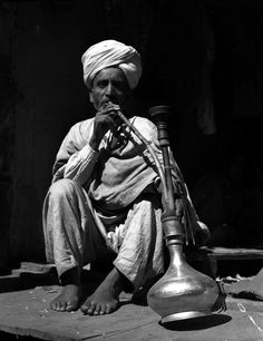 Kashmir in 1945 Old Images, Old Pictures, History Of Kashmir, Jain Temple, Photos On Facebook, Old Fort, Srinagar, Photo Essay, Vintage Photographs