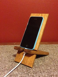 Wooden Smart Phone Charging Stand by KMRWoodworking on Etsy Cool Woodworking Projects, Diy Wood Projects, Diy Woodworking, Wood Crafts, Diy Phone Stand, Wood Phone Stand, Wooden Phone Holder, Wooden Diy, Smartphone