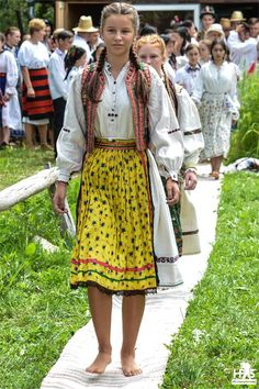 Romanian Traditional Costume from Salaj for Woman Romania Folk Costume Norwegian People, Romanian Girls, Art Populaire, Frozen Costume, Beautiful Men Faces, Barefoot Girls, Travel Clothes Women, Folk Costume, People Of The World