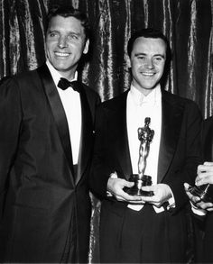 Burt Lancaster and  winner Jack Lemmon at the Oscars in 1956 for Mister Roberts directed by John Ford and Mervyn LeRoy, 1955