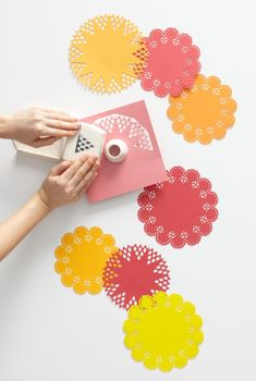 Circle Edge Punch - make paper doilies Paper Doily Crafts, Doilies Crafts, Paper Doilies, Diy Paper, Craft Paper Punches, Paper Punch Art, Origami, Martha Stewart Crafts, Martha Stewart Punches