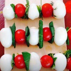 """Canapé - """"Mozzarela e Cherry com Manjericão"""""""