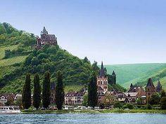 Bacharach am Rhein (1:22h from Messel) mit Burg Stahleck, Peterskirche, Marktturm und Münzturm.