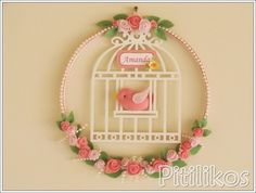Enfeite de Maternidade - Gaiolinha Handmade Crafts, Diy And Crafts, Arts And Crafts, Felt Wreath, Pastel Floral, Patch Quilt, Embroidery Hoop Art, Felt Fabric, Felt Art