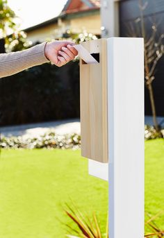 A Modern Approach to the Mailbox - Design Milk Deco Design, Wood Design, Style At Home, Contemporary Mailboxes, Modern Mailbox, House Numbers, House Front, Home Fashion, Architecture Details