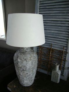 muurvuller action Creation Deco, Diy Projects To Try, Cheap Home Decor, Cement, Creations, New Homes, Table Lamp, Crafty, Lighting