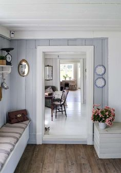 grey-blue and white wood house Cottage Shabby Chic, Cozy Cottage, Cottage Living, Cottage Style, Swedish Interiors, Cottage Interiors, Home Interior, Interior Design, Decor Scandinavian