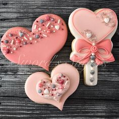 Happy Valentine's Day cookie friends!!I❤ I hope it's filled with lots of love and laughter for each of you!#happyvalentinesday #love #laughter #friends #sprinkles #hearts #bows