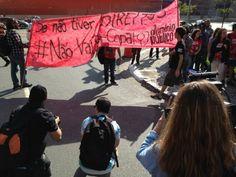 Utilizando faixas escritas #NãoVaiTerCopa manifestantes bloquearam diversas ruas de São Paulo durante ato. Foto: Reprodução / G1