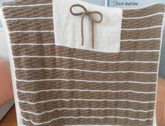 Couverture bébé taupe et blanche tricotée main