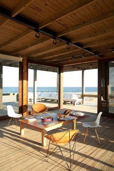BEACH HOUSE de Estudio Martin Gomez Arquitectos (Argentina), especializados en casas de playa. Ésta en concreto, está ubicada en una inmejorable localización en Punta del Este (Uruguay)