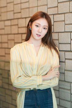 Lee Sung-kyung Makes Big-Screen Debut Korean Actresses, Korean Actors, Lee Sung Kyung Wallpaper, Lee Sung Kyung Fashion, Jung Joon Young, Jun Ji Hyun, Weightlifting Fairy Kim Bok Joo, Seungri, Korean Celebrities