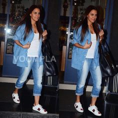 Podcast queen Neha Dhupia clicked in Mumbai lookin' casually cool in her double denim style statement ❤️❤️ FOLLOW 👉 @voompla INQUIRIES 👉 @ppbakshi . #voompla #nehadhupia #neha #bollywood #bollywoodstyle #bollywoodfashion #bollywoodactress #mumbaidaily #mumbaidiaries #mumbaistyle #mumbaiscenes #mumbai #desigirl #mumbaifashion #delhifashion #bangalorefashion #mumbaistreetstyle #doubledenimdays #doubledenim #denimtrend #denimgirl #mtvroadies #sneakergirl #sneakerheadsindia #jeansandsneakers…