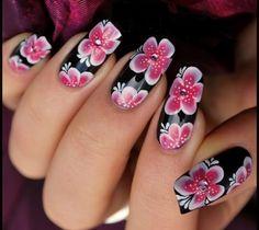 These DIY floral nail art designs will take your nail polishing skills to a whole new level! Classy Nails, Fancy Nails, Stylish Nails, Beautiful Nail Art, Gorgeous Nails, Pretty Nails, Hot Nails, Hair And Nails, Galeries D'art D'ongles