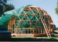 new dome technology, prefab dome wall photos, doors in domes Geodesic Dome Greenhouse, Geodesic Dome Homes, Simple Greenhouse, Best Greenhouse, Green Building, Building A House, Arched Cabin, Dome Structure, Roofing Options