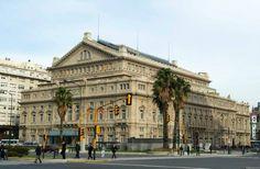 Vista exterior diurna del Teatro Colón de Buenos Aires (entrada ppal. calle Libertad)