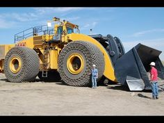 Check Out This 2300HP L-2350 – The WORLD'S BIGGEST WHEEL LOADER That Will Blow Your Mind! MUST SEE!   Muscle Cars Zone!