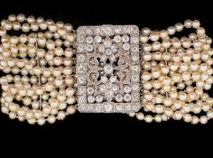 If you haven't already read the two part primer on pearls by la Duchesse I encourage you to go and read these posts Not only can she write . Pearl Bracelet, Pearl Jewelry, Antique Jewelry, Jewelry Box, Vintage Jewelry, Jewelry Accessories, Beaded Bracelets, Fall Accessories, Pearl Choker