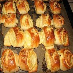 Délvidéki sajtos sós tekercs: egyszerű és isteni! - BlikkRúzs Hungarian Desserts, Hungarian Recipes, World Recipes, Appetisers, Party Snacks, Hot Dog Buns, Food To Make, Bakery, Food And Drink