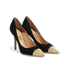 Cap-toe pump with light gold chain detailing. Collection SS 2015.  Made in Italy
